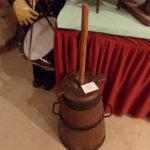 Baratte de style normande ou fermière sert à agiter le lait pour faire du beurre - Écomusée du pays d'Auzon