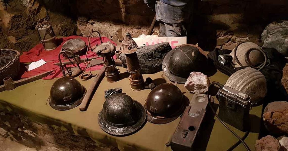 Anciens casques de mineurs - Écomusée Auzon